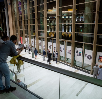 Pillanatkép az El?csarnokból: a Müpa Berlini összhangzatok cím? kiállítása tizennégy tablón keresztül mutatja be a korabeli Berlint, valamint az ott él? és dolgozó magyar m?vészeket. (Fotó: Nagy Attila) #MüpaBudapest #Müpa #Hungary #Budapest #Concerthall