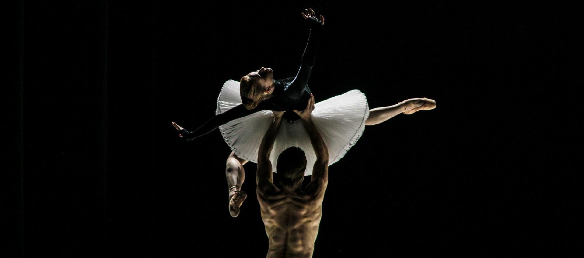 Ballet Company of Győr: Movements to Stravinsky / Mimi - première
