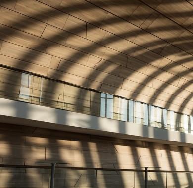 Az ?szi délután árnyai az El?csarnok homlokzatán. Fotó: Réthey-Prikkel Tamás #Light #Shadow #Müpa #Budapest #Hungary #Concerthall #Autumn