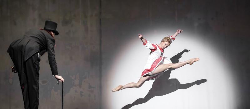 offizieller Preis hübsch und bunt Qualitätsprodukte Krisztián Gergye Company and Gloria Benedikt: The Doll of ...