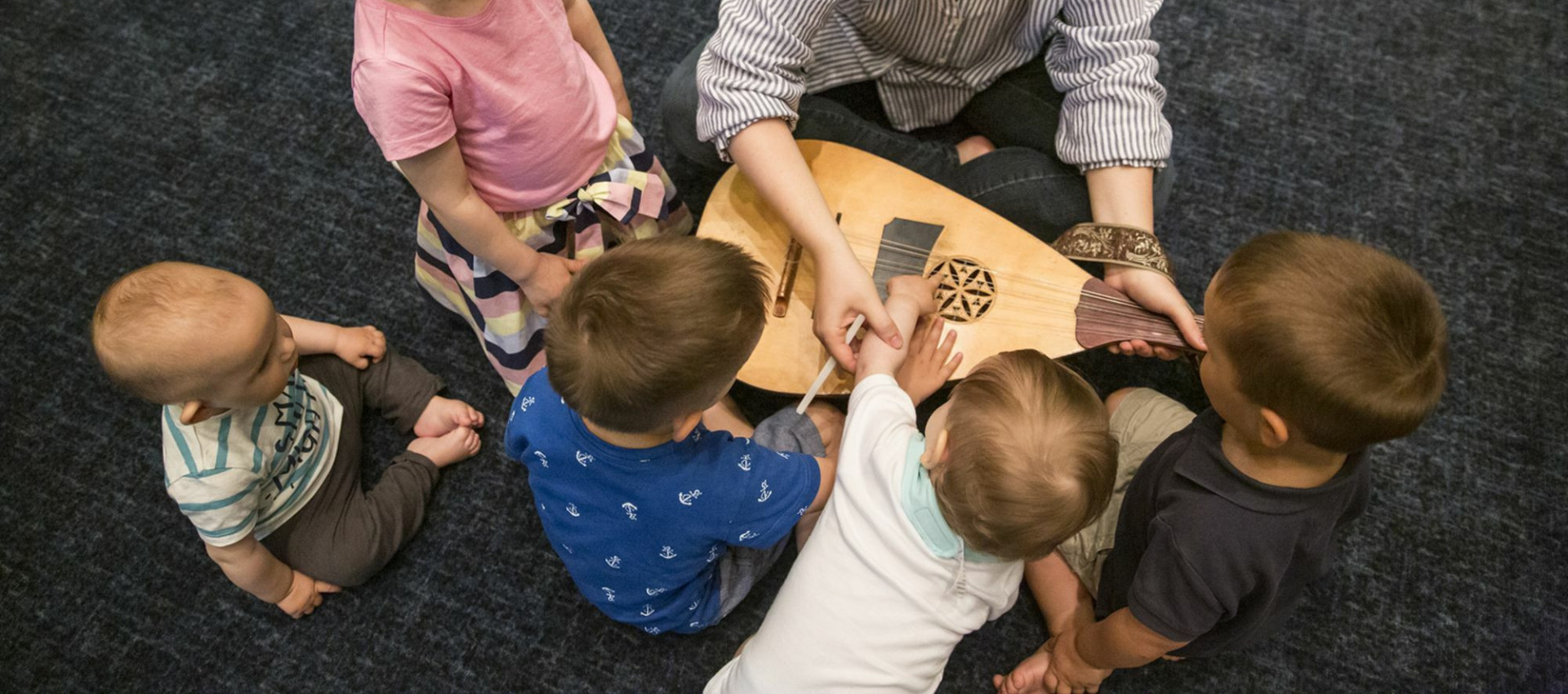 Sing-along baby - musical activities for small children