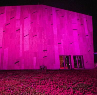 A fényárban úszó tet?kert. #MüpaBudapest #Müpa #Budapest #Hungary #Concerthall #Monday #Purple #Nightlights